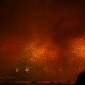 「スタッフ日記」第71回 按針祭花火大会、あいにくの雨も幻想的な花火となりました。