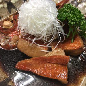 金目鯛の煮付けを朝食用にアレンジ。ご飯に乗せてガツンと食べれる。