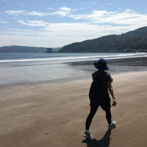 伊豆・伊東 宇佐美海水浴場を散策。浜辺のお散歩がおすすめです。