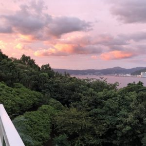 「絶景の宿こころねより」今日の朝焼け。海と夜景を一望。
