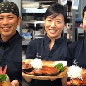 私達がおもてなしスタッフです。金目鯛と笑顔をお届け!海近の当館は夏予約がピークです!