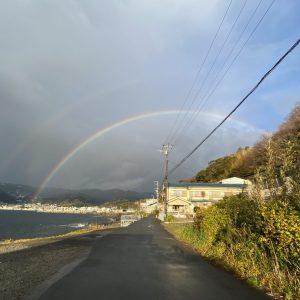 2月13日伊東市宇佐美海岸に大きな虹がかかりました。しかもダブルレインボー!